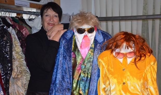 Betty Geurts bij een feestelijke outfit