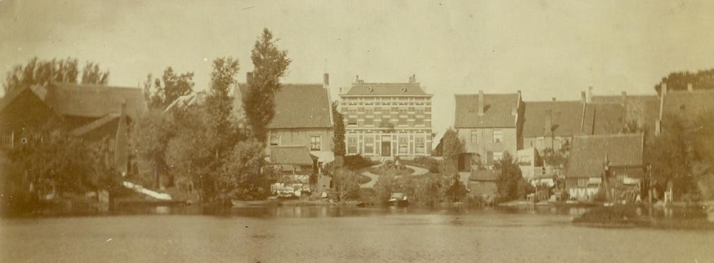 <p>Het aannemershuis aan de Peulenstraat met de overtuin.</p> prive © BDU media