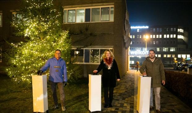 <p>Burgemeester Reinie Melissant-Brienen ontstak twee weken geleden de lichtjes in de boom bij het Beatrixziekenhuis</p>