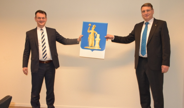 <p>Gerrit Flier (links) met Nico van der Poel (rechts).</p>