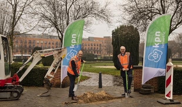 <p>Wethouder Sander Jansen zet de eerste schop in de grond.&nbsp;</p>
