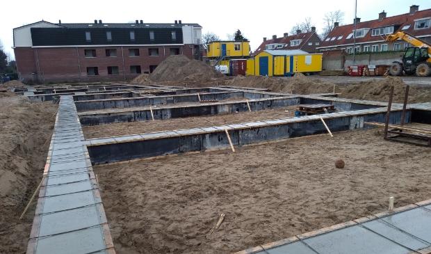 De bouw van de 24 huurappartementen aan de Molenweg vordert gestaag