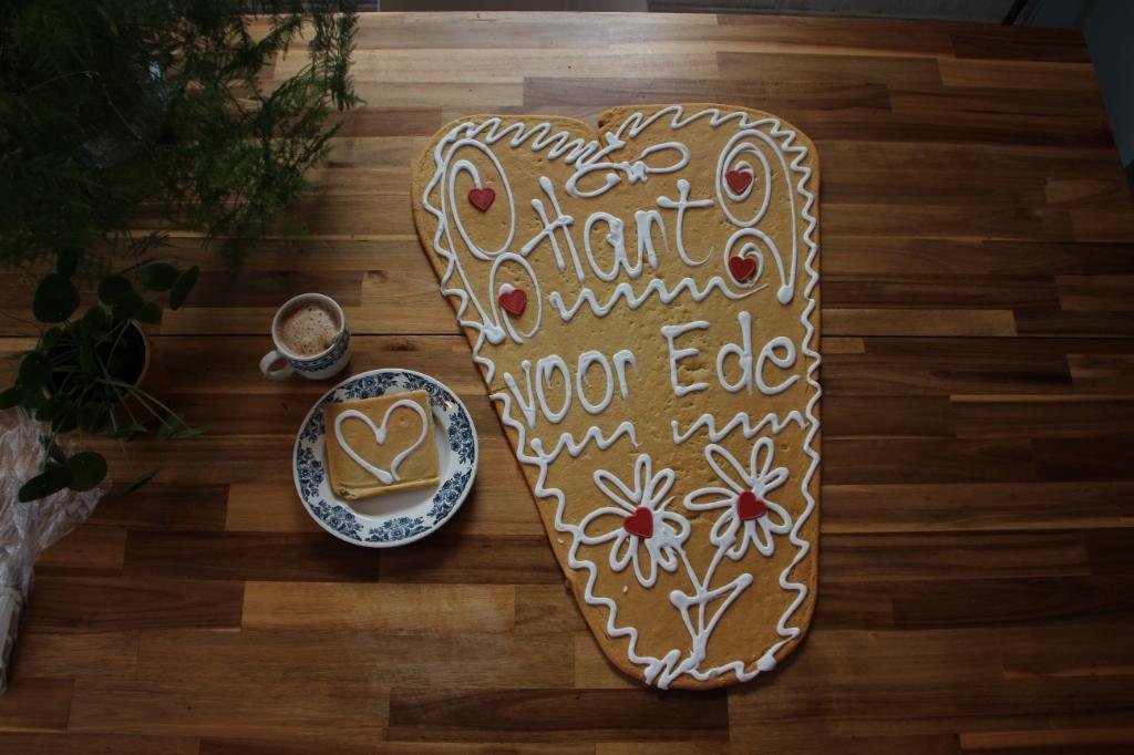 Het grote hart en een koek met hart uit het pakje van 7 koeken Dien je Stad © BDU Media