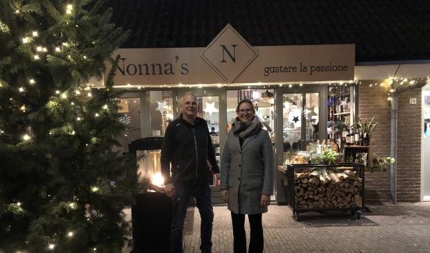 Ruth van Veldhuizen en Gert van Leeuwen, Bestuursleden van de Doornse Winkels doen een oproep lokaal te kopen, zodat het dorp levendig blijft.