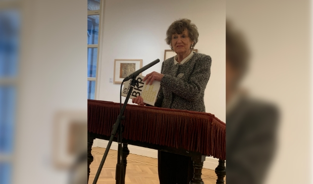 <p>Oud minister Hedy d&#39;Ancona opende zaterdagmorgen de expositie in het Gorcums Museum</p>