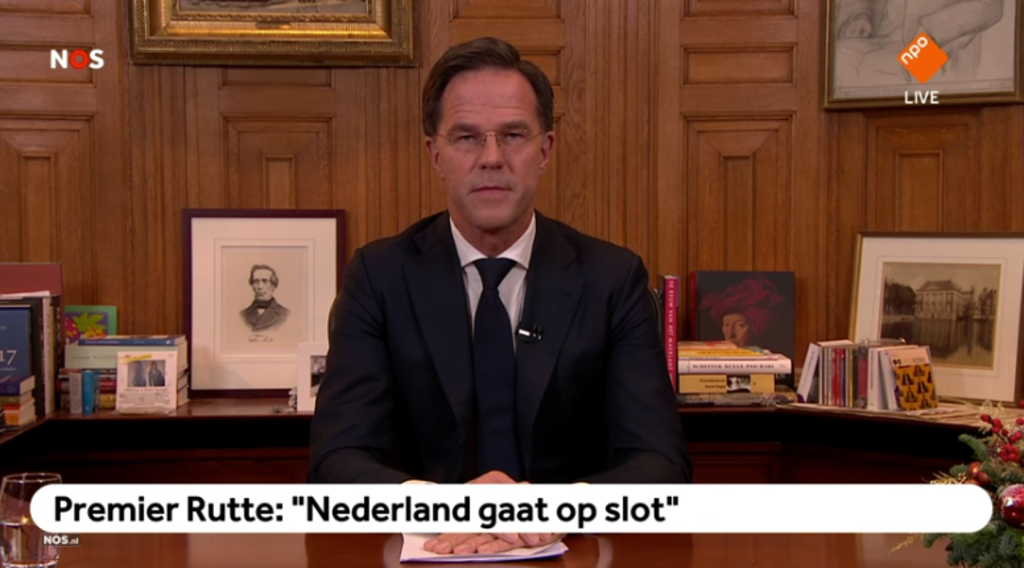 <p>Premier Mark Rutte sprak maandagavond het volk toe vanuit het Torentje in Den Haag.</p>