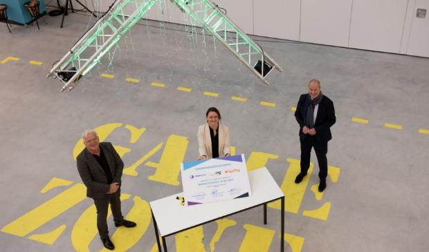 In het Technova College is de samenwerkingsovereenkomst ondertekend door (v.l.n.r.) Marcel Miltenburg, directeur Spring Instituut, Yvonne Vogelenzang, directeur Technova en Jan Jacob van Dijk, voorzitter college van bestuur COG.
