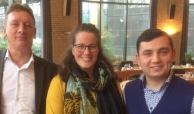 Links op de foto Eelco van Dam met de D66 raadsleden Ingrid Zwaan en Ilhan Tekir
