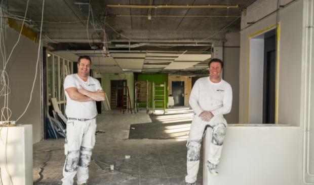 <p>Gerco (links) en Jacco Looijen zijn trots op wat ze in 12,5 jaar hebben opgebouwd.</p>