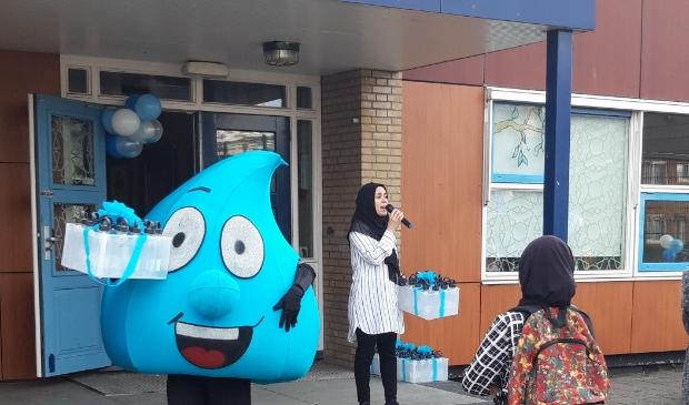 <p>De leerlingen van Al Amana Boekhorst drinken op school geen sap of frisdrank meer, sinds dit schooljaar is alleen water nog toegestaan. ,,De reacties zijn over het algemeen heel positief.&rdquo;</p>