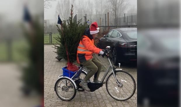 De service gaat ver: Giel bezorgt kerstbomen voor de WoonDroom-actie.