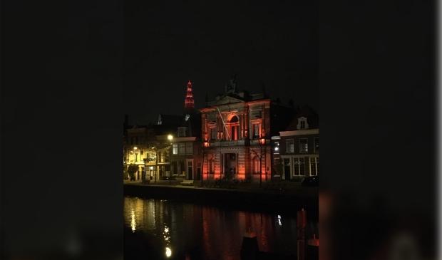Teylers museum in oranje licht voor Geweld tegen Vrouwen gedurende 16 dagen