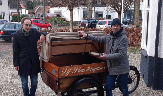<p>Gijs van der Scheer en Semmy Prinsen en vier andere duo&#39;s gingen langs de vrijwilligers.</p>