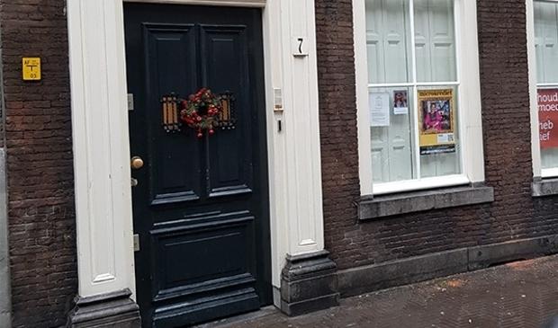 <p>Mensen die de actie ondersteunen, hangen de poster voor hun raam.</p>