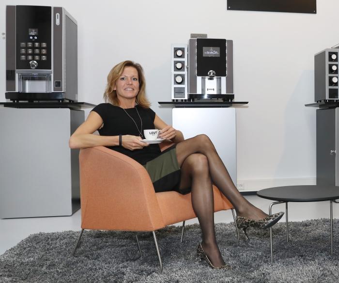 Barista Boukje Mannens van LEUT Koffiemakers.