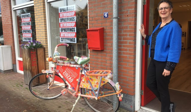 Thea Rodenburg heeft zaterdag de borden 'opheffingsuitverkoop' opgehangen.