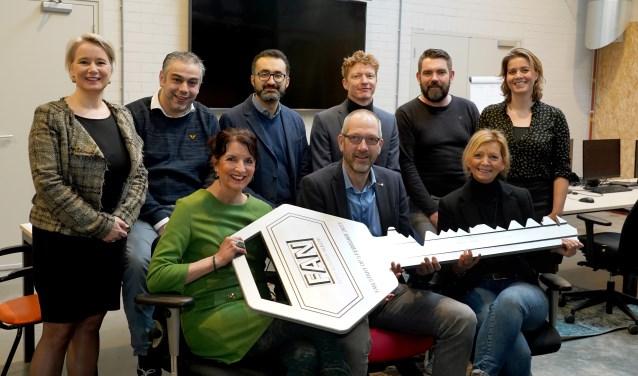 Een aantal vertegenwoordigers van samenwerkingspartijen binnen de Food Academy Nijkerk. V.l.n.r. wethouder Mariëlle Broekman, Wim van Rijn (Hazeleger Kaas) , Annette Vermaas (Aeres (v)mbo Nijkerk), Sina Salim (Rct Gelderland), Ton Spierings (Aeres (v)mbo Ede), Maarten Kruisselbrink (gemeente Nijkerk), Nico Ruisch (Arla Foods), Ditta van de Bovenkamp (Bieze Food Group), Nicole Lemmen (Stichting Ontwikkelingsfonds Levensmiddelenindustrie).