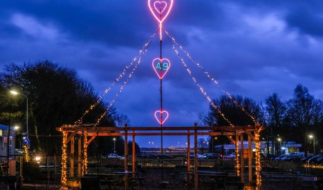 Verlichte Valentinemast in Badhoevedorp