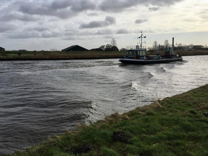 Een boot in de Eem tijdens de storm