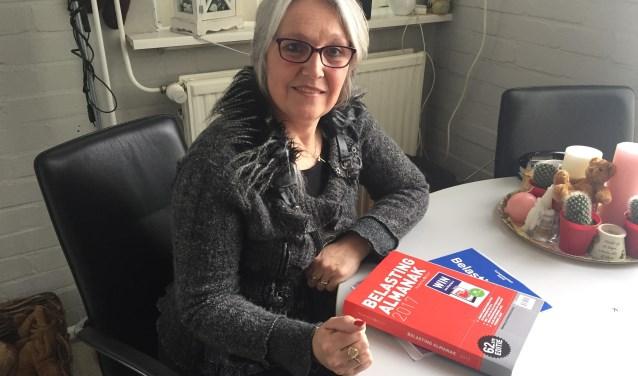 Irma Sinnige helpt via Stichting Vasariah met de belastingaangifte wirwar.