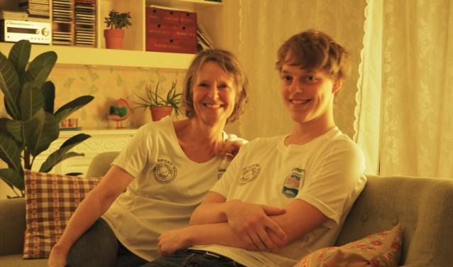 Anneke van Dijck en zoon Hiddehopen op een bedrag van zesduizend euro.