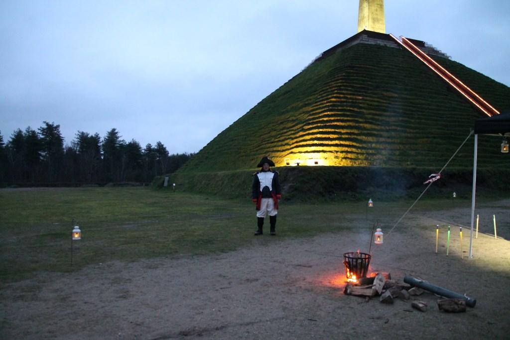 Ook stonden er verschillende vuurkorven in het veld bij de Pyramide. Hannie van de Veen © BDU media