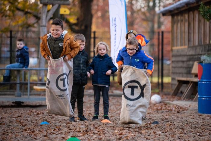 In de speeltuin van 'Jong Harskamp' verzorgen jongeren uit het dorp met groot succes sport- en spelactiviteiten voor kinderen. In speeltuin De Korenbloem in Ede gaan vanaf donderdag 5 maart ook speelambassadeurs aan de slag.