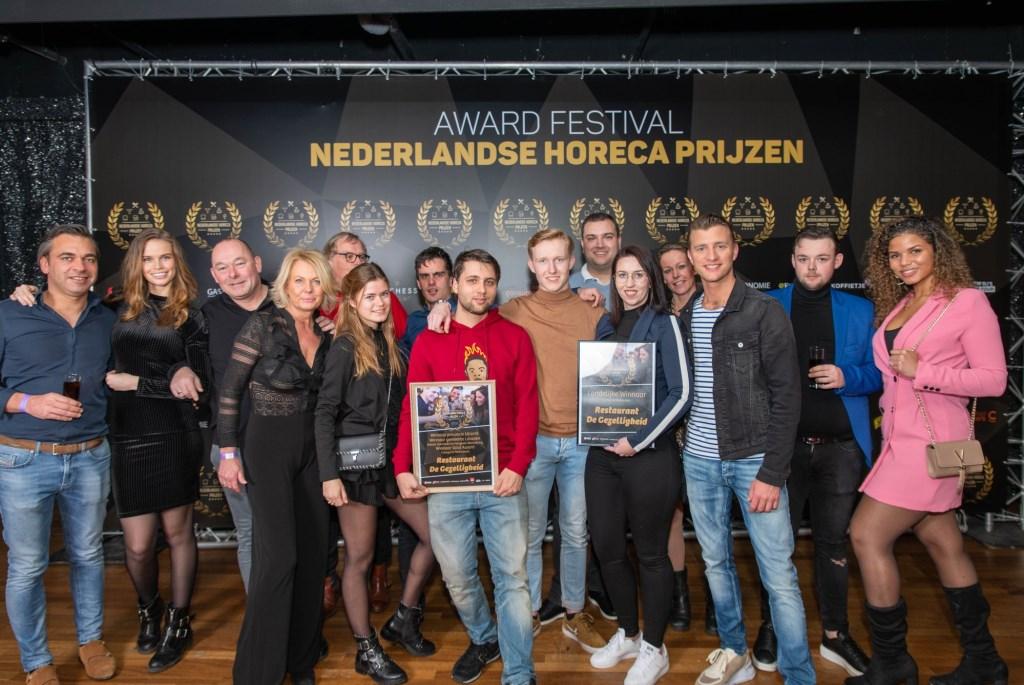 Het team van De Gezelligheid na het winnen van de eervolle titel 'Restaurant van het jaar van de provincie Utrecht'.