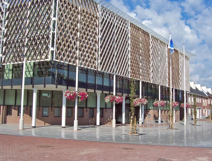 Ingang van gemeentehuis Ouder-Amstel