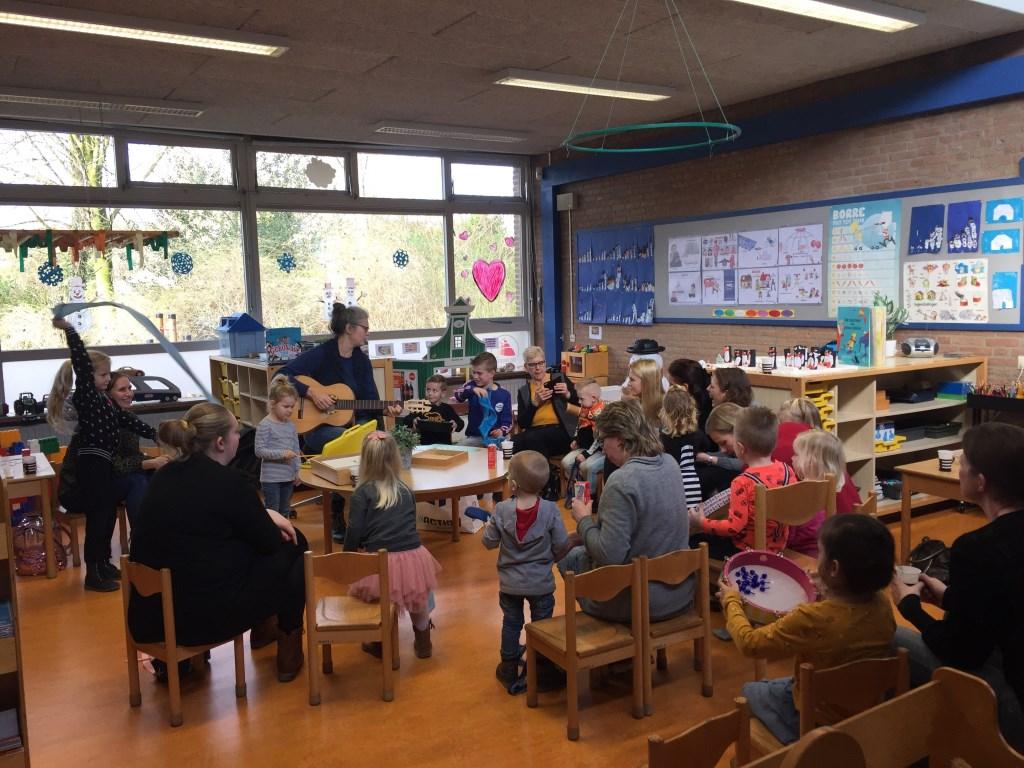 Muziek in de klas tijdens 'Matroosjesdag'. De Driemaster © BDU media