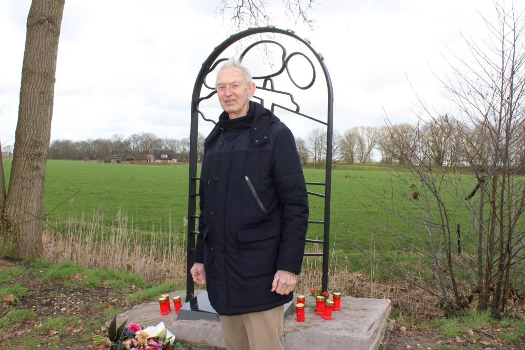 Ab Schothorst bij het monument. ,,Dit monument moest er komen. Dit is een hotspot.'' Marcel Koch  © BDU media