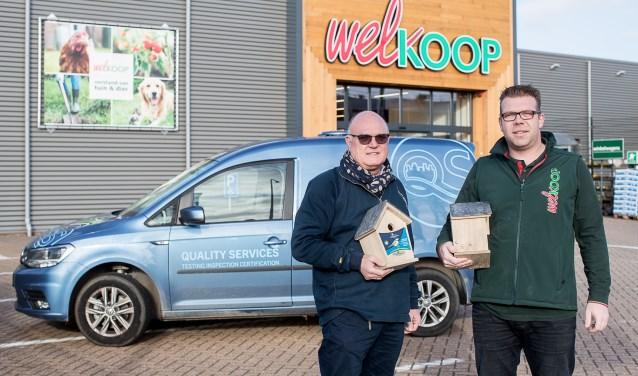 """Sander de Bock (r) en Cor van Ommeren van de Welkoop. ,,We hebben  nog even om allemaal een nestkastje op te hangen."""""""