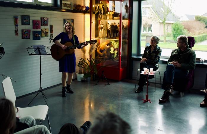 Ksenia Marasanova ontroert publiek met haar persoonlijke anekdotes  Roy van Veen  © BDU Media
