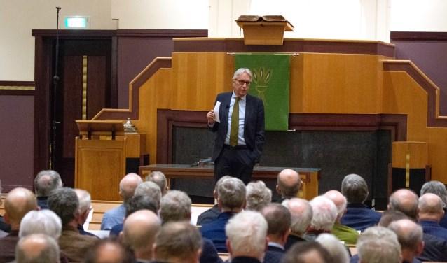 Andries Knevel was te gast op de Mannenzangavond in de Gereformeerde Kerk in Voorthuizen.