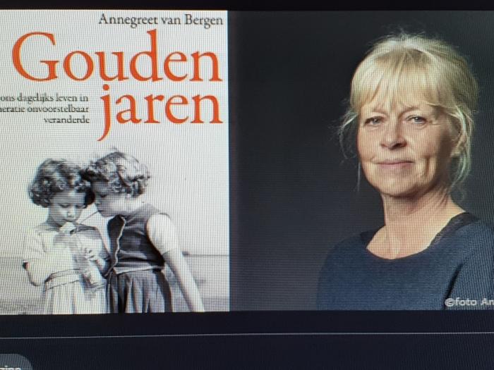 Annegreet van Bergen met haar boek