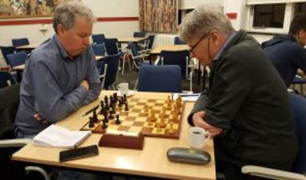 Op deze archieffoto Martin Markering (links) en Chris van Oosterwijk, die beiden wonnen in Hilversum.