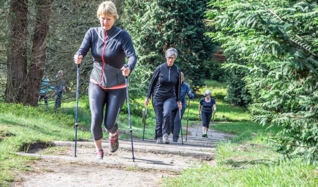 Cursisten trainen in de omgeving van Birkhoven.