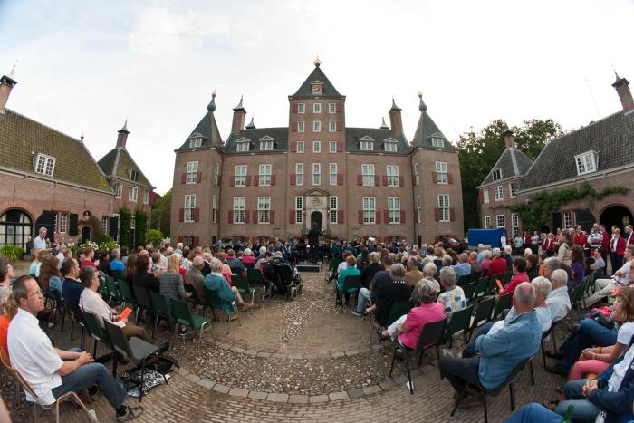 2014 - Ons Genoegen geeft concert bij Kasteel Renswoude Martijn Pranger © BDU media