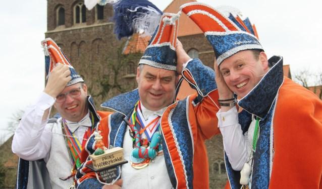 Prins HobbyKokkie en adjudanten Flauw en Lauw trotseren storm Dennis onderweg naar het Krasse Knarrenbal.