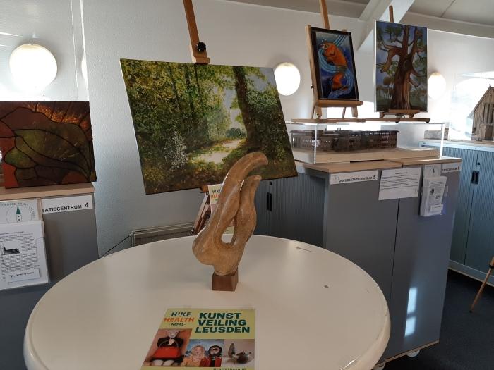 Schilderijen en objecten die bij de veiling worden verkocht