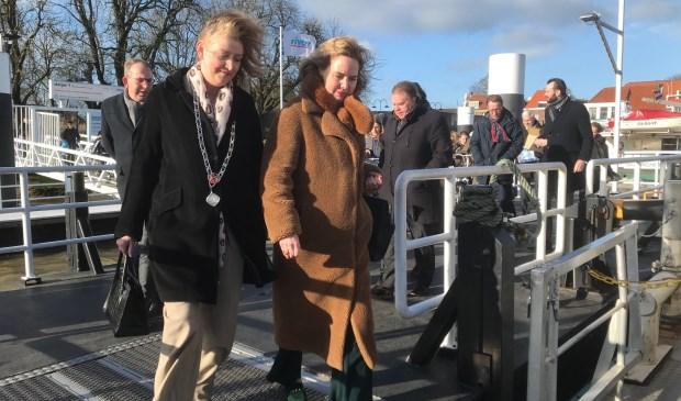 Burgemeester Melissant en minister Van Nieuwenhuizen stappen aan boord van de Gorinchem X