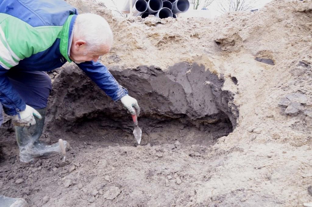Amateurarcheoloog Frederiks aan het werk Rinke Vos © BDU media