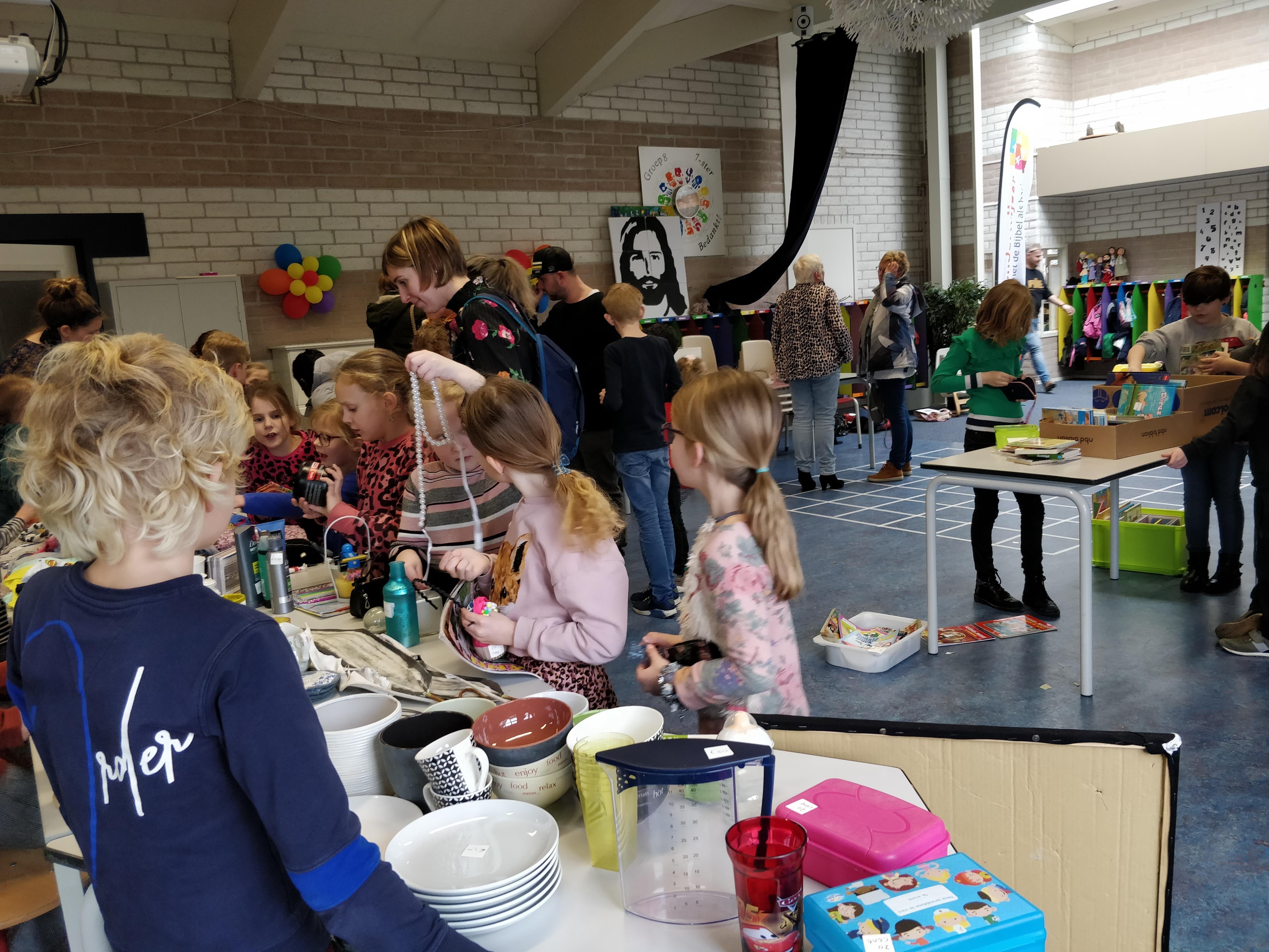 Rommelmarkt georganiseerd door groep 3/4 van basisschool de Wonderwijzer