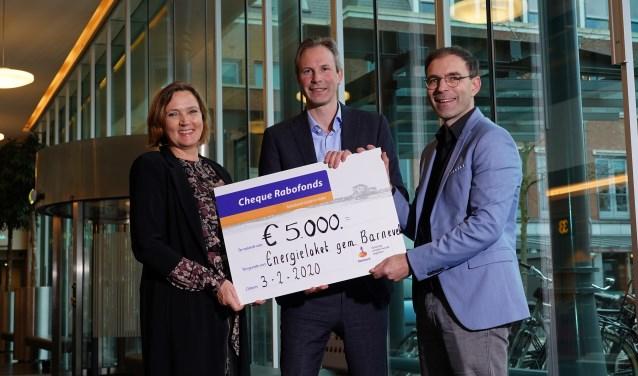 Van links naar rechts: wethouder Didi Dorrestijn, Rabobank-directeur Jos de Kleuver en energieregisseur Joost Straat.