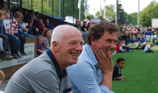 Henk van Asch (links) met zijn Baarnse trainerscollega Peter Visee .