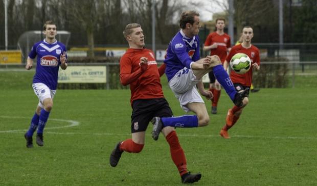 <p>Beeld van een derby van vorig seizoen, Terschuurse Boys tegen VVOP.</p>