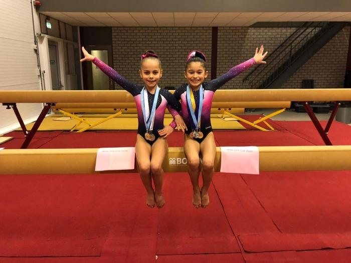 Jaelynn en Kaylanne bij de Mini Cup Amsterdam