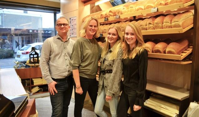 Van links naar rechts: Dennis, Ciska, Cosette en Fabienne Toebast: ,,Wij zijn een team.''