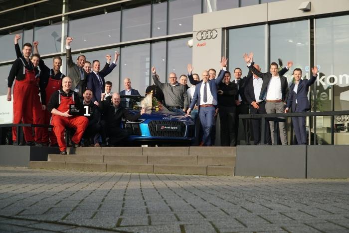 Auto Flevo Audi medewerkers met de gewonnen prijs