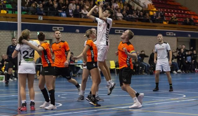 A-junior Jarin Bruinekreeft wist bij zijn basisdebuut voor De Meeuwen zeven keer te scoren in de derby tegen Unitas.